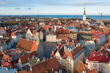 Tallinn, Estonia. View of Town Hall Square from drone Imagens