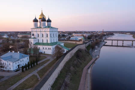 Trinity Cathedral in Pskov, welcome to Russia. A tourist attraction, a functioning Orthodox cathedral. Imagens