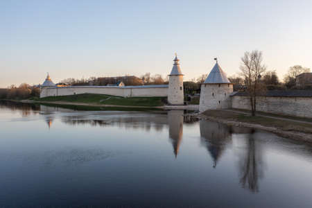 The main attractions of Pskov, a Russian city, a tourist center. Pskov Kremlin, Velikaya river. Sunrise. Imagens