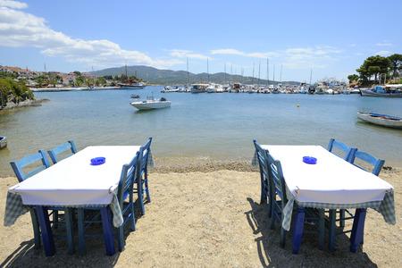 sithonia: tavoli sulla spiaggia, Neos Marmaras, Sithonia, Grecia, Halkidiki,