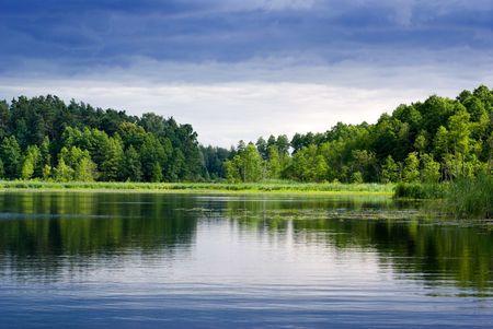 Bella vista lago - luminose intervallo tra pioggia.