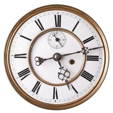 romeinse cijfers: Oude klok met Romeinse cijfers op wit wordt geïsoleerd. Stockfoto
