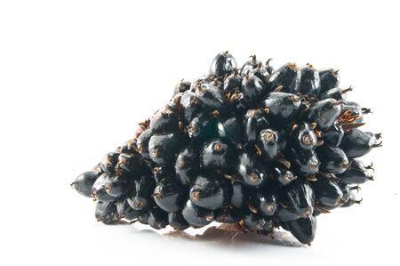 red palm oil: Olio di Palma frutta isolato su uno sfondo bianco