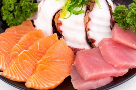 comida japonesa: Conjunto sashimi de comida japonesa