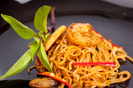 to stir up: close up stir fried noodles with prawn Stock Photo