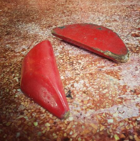 Chinese waarzeggerij blokken, gooien of laten vallen op de grond bij het aanvragen van een goddelijke antwoord van goden Stockfoto