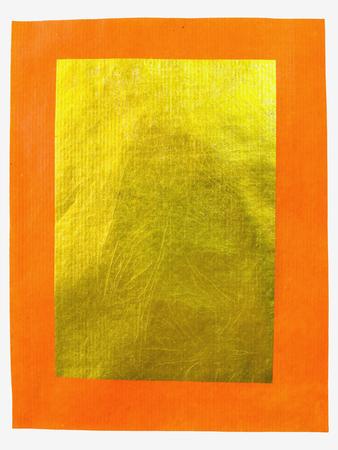sacrificio: el uso de papel de oro chino para hacer sacrificios a los dioses, aislado en fondo blanco Foto de archivo