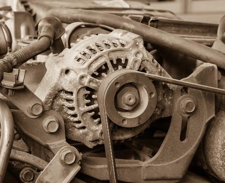 alternateur: Ancien alternateur pour la voiture ci-joint sur le moteur, effet vintage Banque d'images