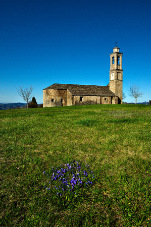 The sanctuary of the Madonna del Carmine of Prunetto, in the Langhe, probably built in the fourteenth century in the local sandstone near the castle. Banco de Imagens