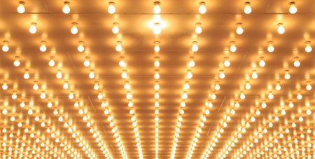 Luces de la marquesina del teatro de estilo antiguo calzada al teatro Alineados luces del teatro de luces Chicago Theater Casino Foto de archivo