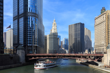 The Chicago River serves as the main link between the Great Lakes and the Mississippi Valley waterways