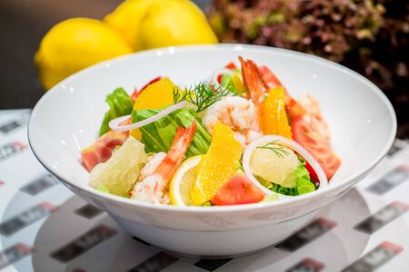 pomelo: Prawn with Avocado and Pomelo Salad