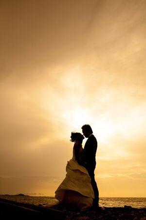 asian bride: sillhouette couple love and Rometic
