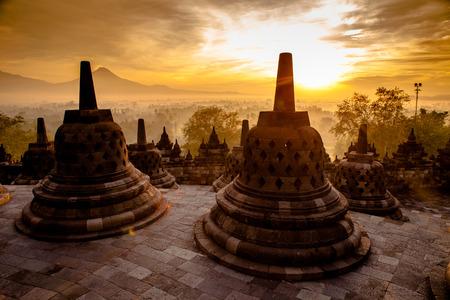 족 자카르타, 자바, 인도네시아에서 탑 보로부두르 사원. 스톡 콘텐츠