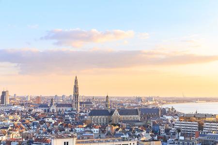Uitzicht over Antwerpen met de kathedraal van Onze Lieve Vrouw genomen, België