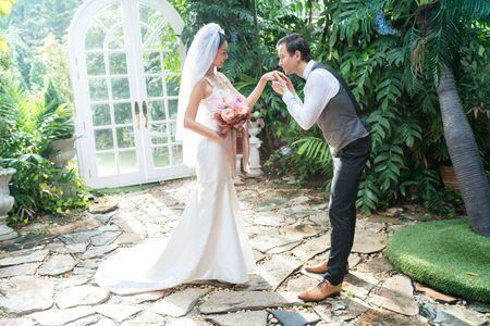Wedding couple,Groom kiss hand of the bride.