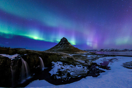 Mountain Kirkjufell and Aurora in Iceland. Foto de archivo