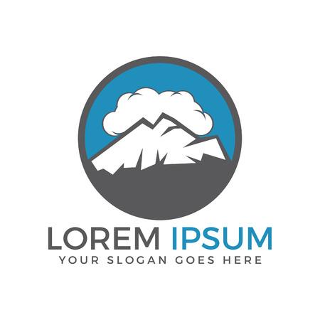 雲空のロゴデザインで高い山頂。丸いロゴの山の風景。