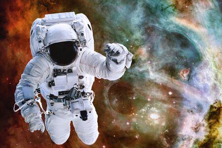 Astronaute quelque part dans l'espace lointain. Banque d'images
