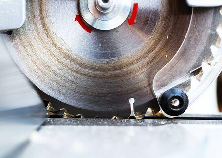 Circular saw blade with rotation red marks closeup 版權商用圖片