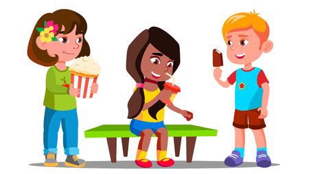 Grupa chłopców i dziewcząt jedzenie razem wektor. Ilustracja