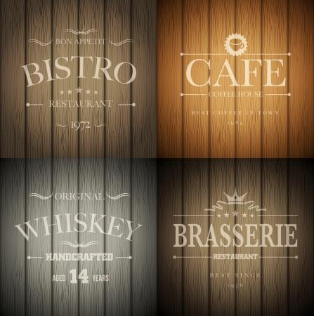 letrero: Bistro, cafetería, bar-restaurante y el whisky plantillas emblema sobre fondo de madera