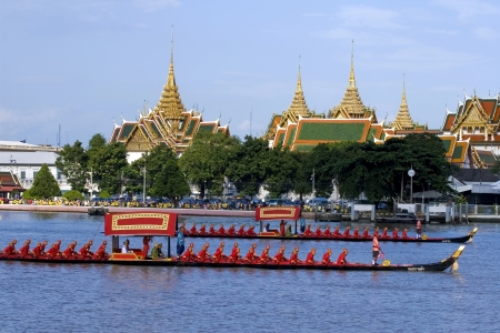 thai boat and the palace photo