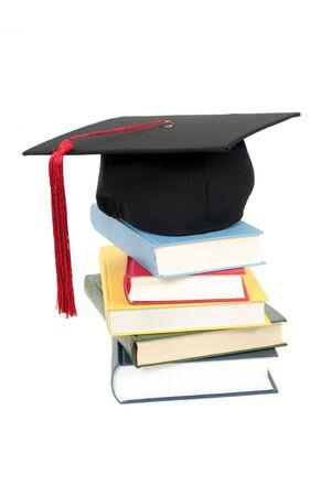 licenciatura: Graduaci�n en la tapa de la pila de libros  Foto de archivo