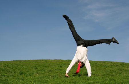 men exercising: Empresario haciendo cartwheel al aire libre  Foto de archivo