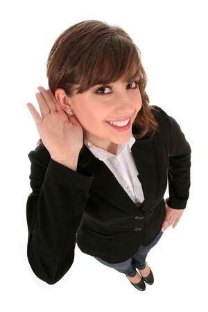 personas escuchando: Businesswoman con la mano a escuchar del o�do