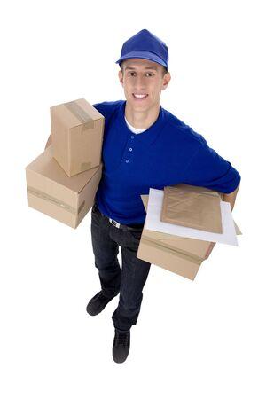 corriere: Consegna l'uomo che trasportano scatole