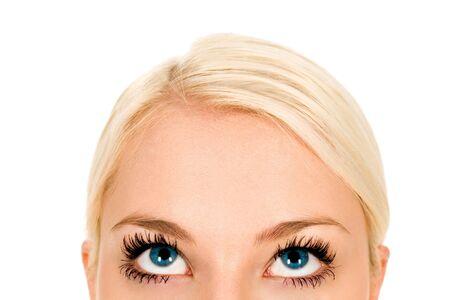 femme regarde en haut: Woman looking up, close-up Banque d'images