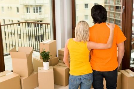 uitpakken: Paar in het nieuwe huis
