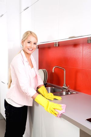 housewife gloves: Woman cleaning kitchen