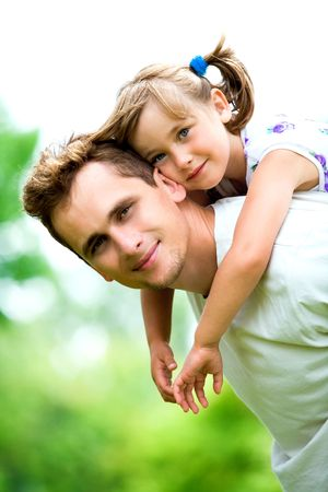 papa: P�re Giving Daughter Piggyback Ride Banque d'images