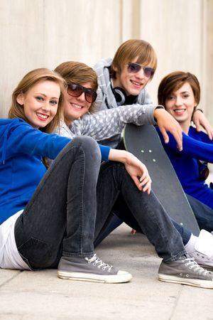 Happy jóvenes amigos
