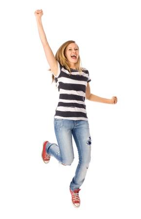 기쁨을 가지고 점프하는 여자