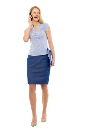 caminando: Mujer con tel�fono m�vil