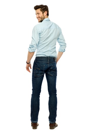 young man standing: Vista posteriore di giovane uomo in piedi
