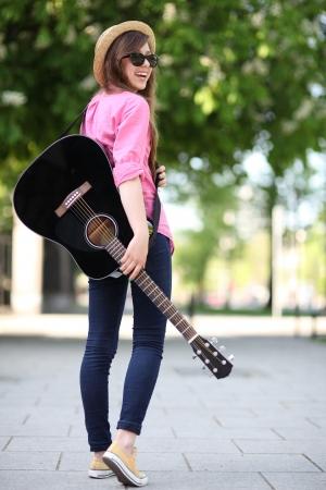 guitarra acustica: Guitarrista Foto de archivo
