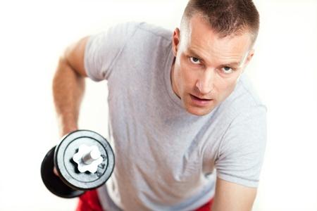 levantando pesas: Pesos de elevaci�n del hombre