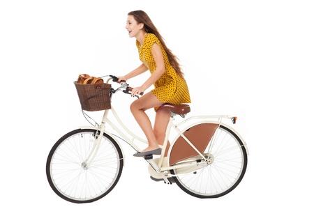 Femme assise sur un vélo Banque d'images
