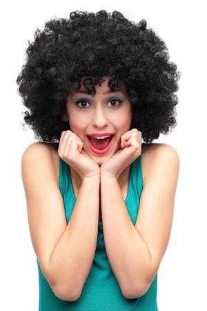 Femme excitée porter perruque afro Banque d'images