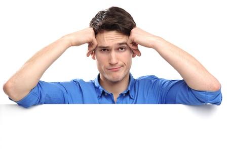 homme triste: Malheureux penchant sur le tableau blanc