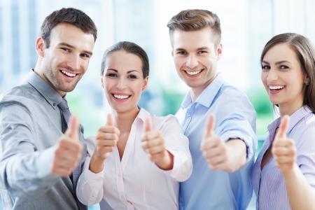 Quipe d'affaires avec thumbs up Banque d'images - 20174782