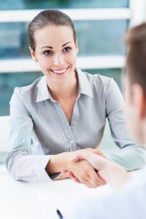 estrechando mano: Negocios apret?e manos