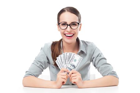 salarios: Joven empresaria celebración de dinero