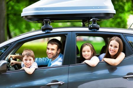 familia viaje: Coche familiar Foto de archivo