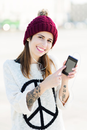 wolly: Young woman with smartphone