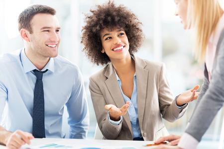 trabajando: Empresarios trabajando juntos Foto de archivo